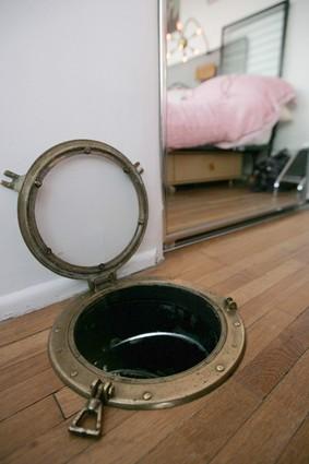 porthole-laudry-chute45154220