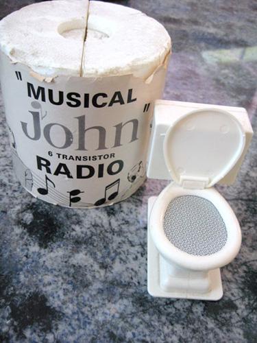 toilet-seat-radio