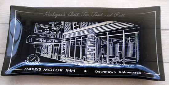 Ashtray-harris-motor-inn_2317