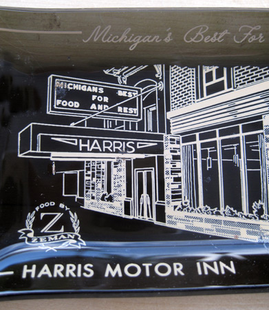 Ashtray-harris-motor-inn__2322