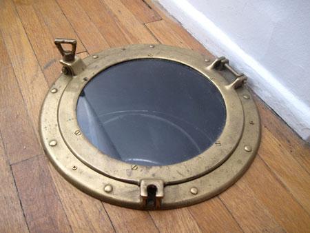 porthole-laundry-chute-6097