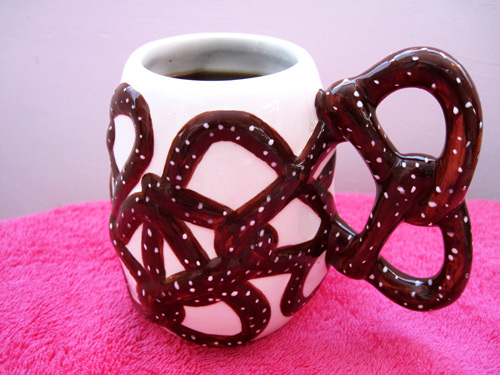 pretzel-coffee-mug_79171
