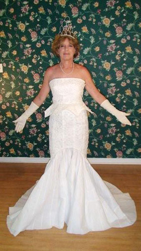 toilet-wedding-dress-terrri-fnt