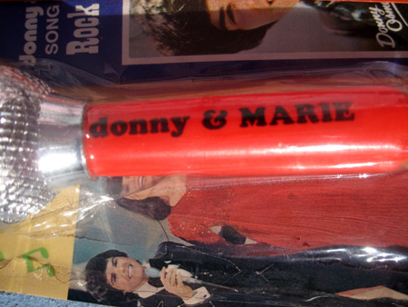 donny-&-marie-microphone_4695