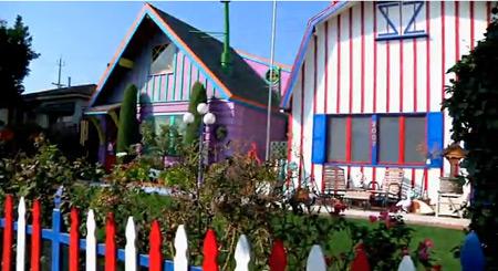 AWWoK-twin-houses