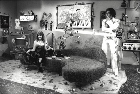 elvis-&-julie-Brown-on-couch