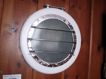 porthole-closet_6100