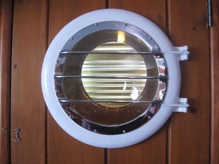 porthole-sub_6099
