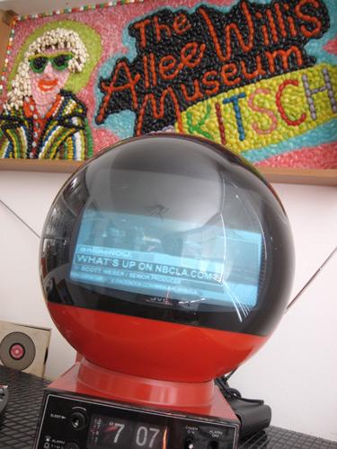 ball-tv-red-clock-radio_2287