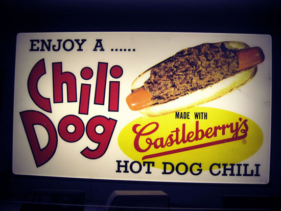 chili-dog-lighted-sign2_2500