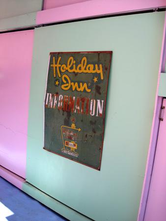 holiday-inn-sign_4692