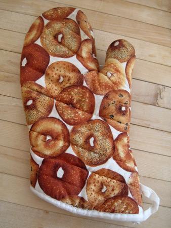 bagel-oven-mitt_3361
